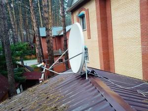 sputnikovaja_antenna_na_dachu